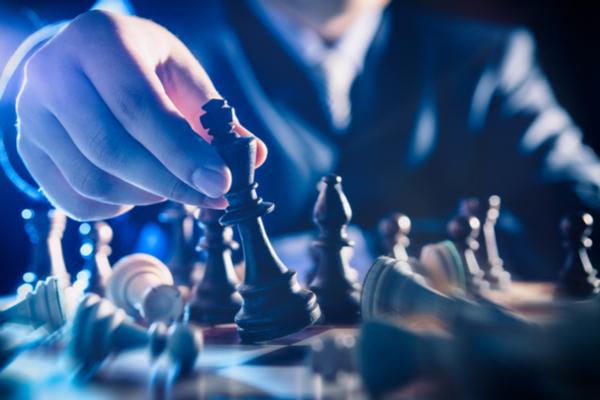 Ajedrez: Desarrollo de la lógica, estrategia y planificación en el trabajo